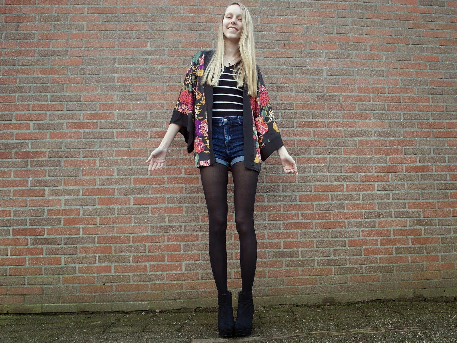 Zwarte kimono H&M divided shorts jeansshort kort spijkerbroekje outfit inspiratie Soshin panty blog
