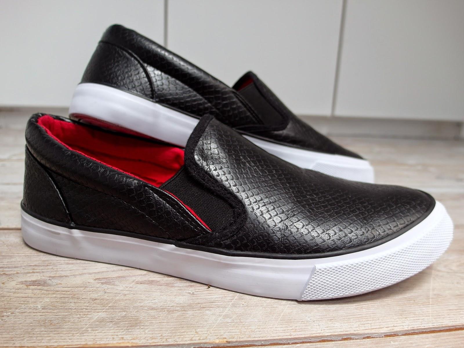 New in   Zwarte slip ons sneakers, vesten en riemen