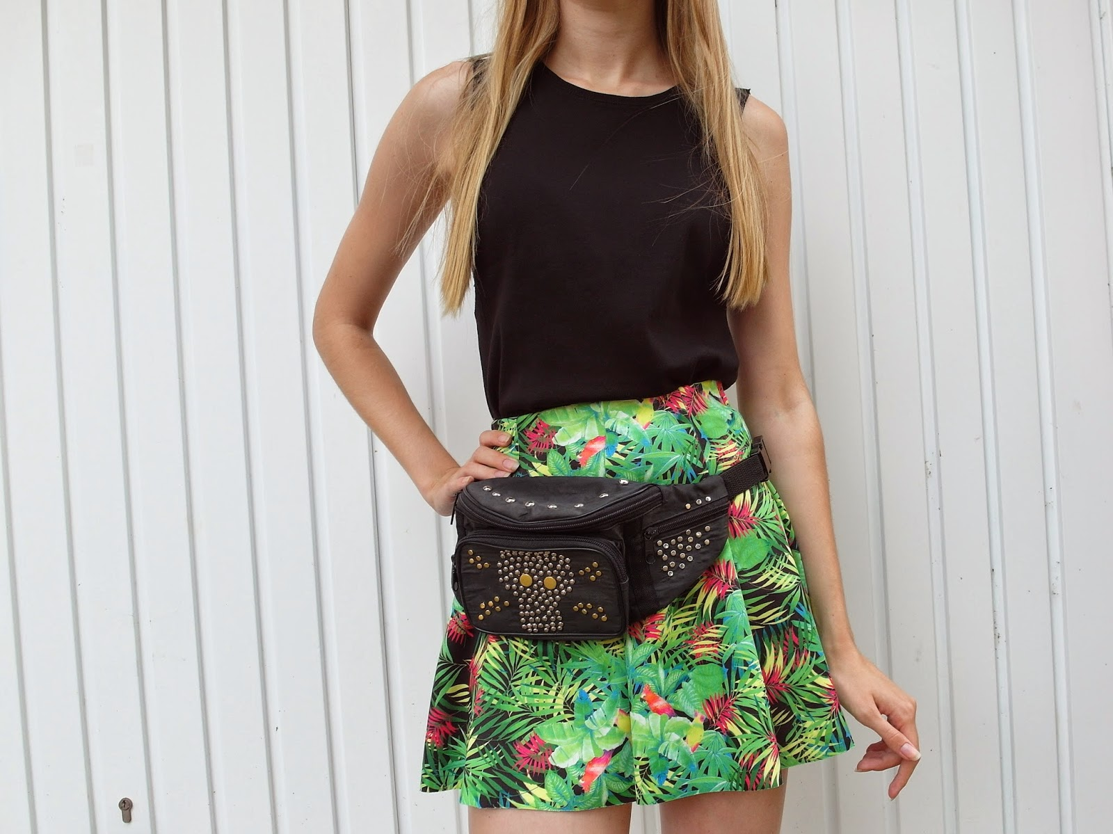 Outfit | Tropical skirt & bumbag