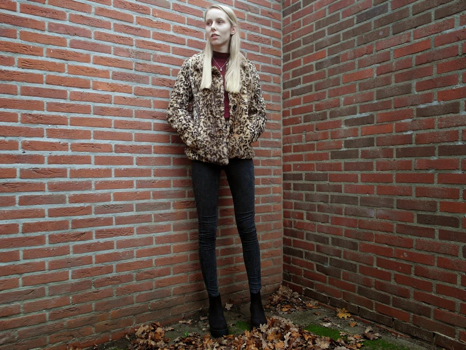 Miss Etam jas met panterprint nepbont imitatiebont bontjasje outfit mode blogger Nederland ketting met parel