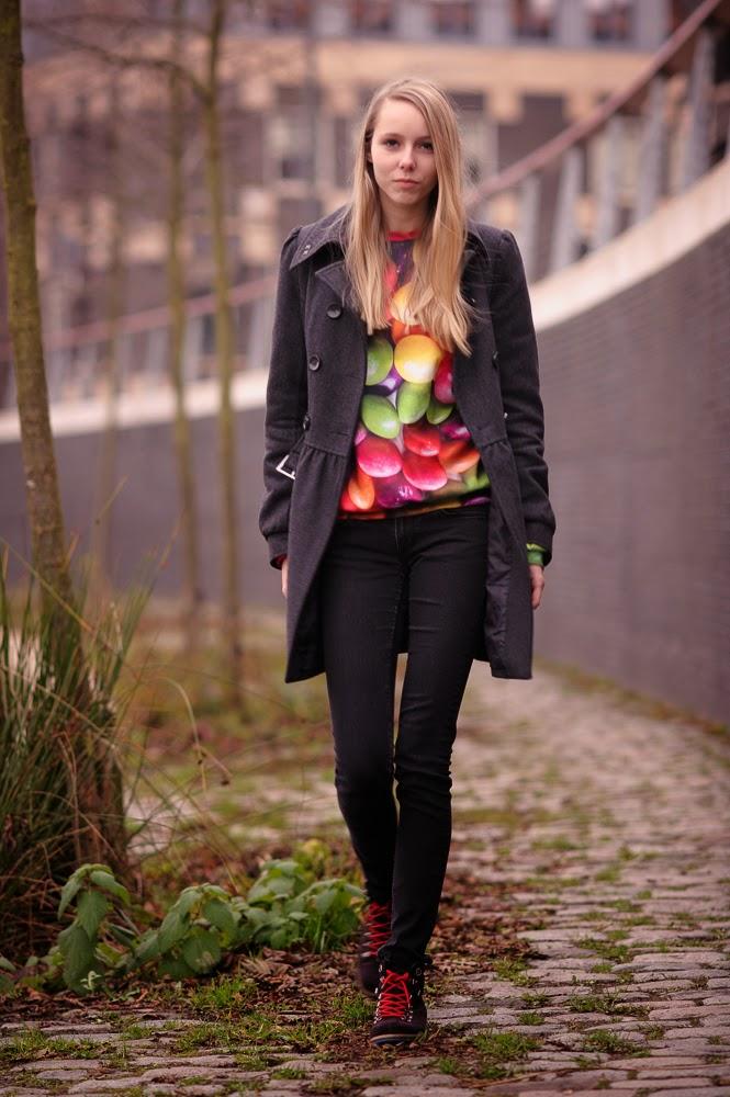 Mr Gugu & Miss Go skittles trui sweater met gekke print snoepjes trui m&m Doesburg fotografie streetstyle Mark Koolen