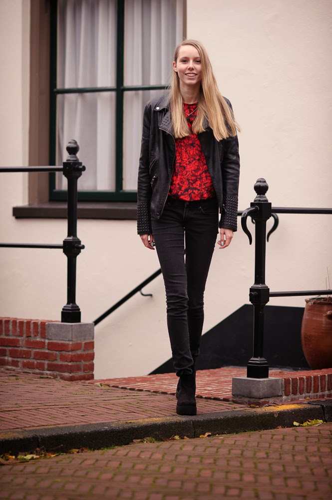 Nederlandse mode blogger fluwelen shirt vintage kleding leren jasje met studs biker jack Mark Koolen fotografie
