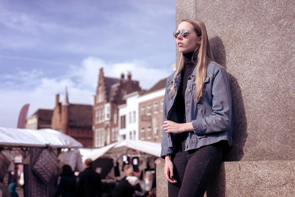 Fotoshoot Den Bosch mode blogger streetstyle fotografie Mark Koolen tweedehands spijkerjasje fotoshoot in drukke stad