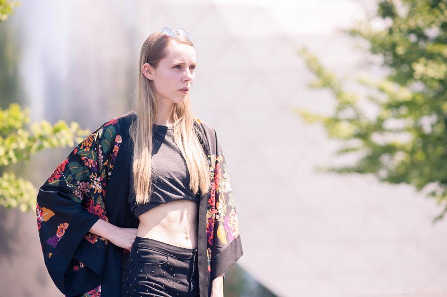 Outfit met kimono h&m nederlandse mode blogger eindhoven street style fotografie Mark Koolen zwarte kleding in zomer