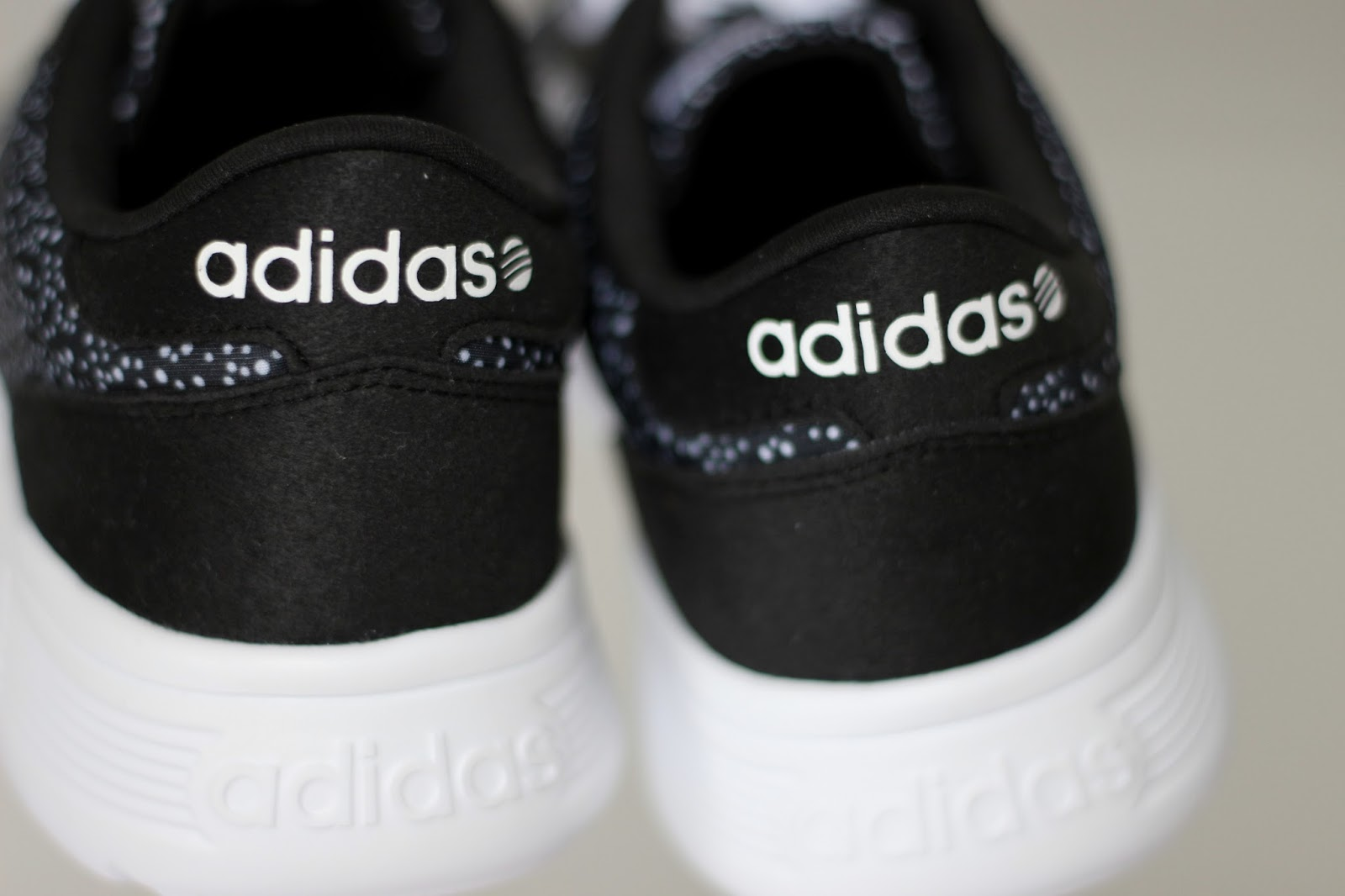 Adidas NEO lite racer zwart wit stippen sneakers sportschoenen