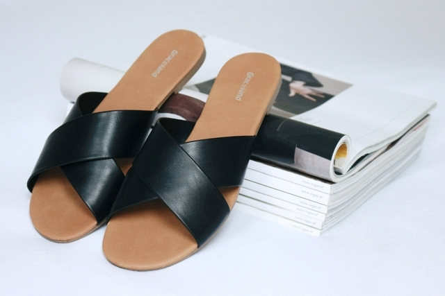 New in | Slip-on sandals