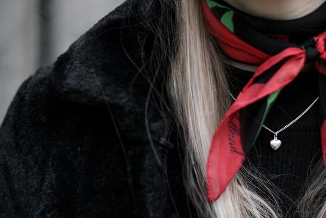Tweedehands bont jas imitatiebont bootcut spijkerbroek blogger outfit trend 2017 streetstyle kleding