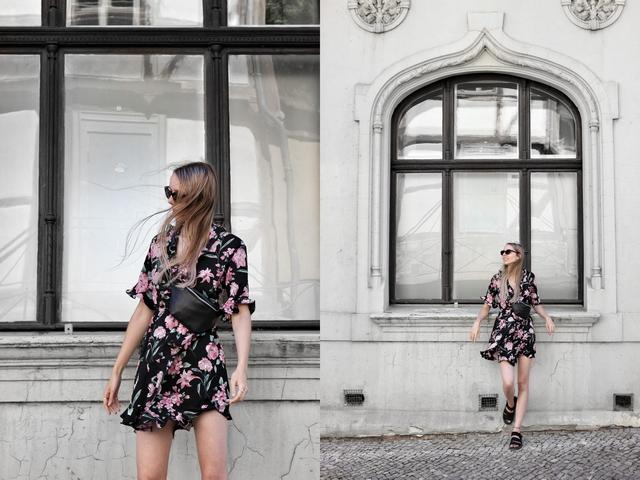 Outfit met zwarte My Jewellery wikkeljurk met roze bloemen polette cat eye zonnebril AliExpress buiktas bum bag chunky Dr. Martens sandalen mode blog