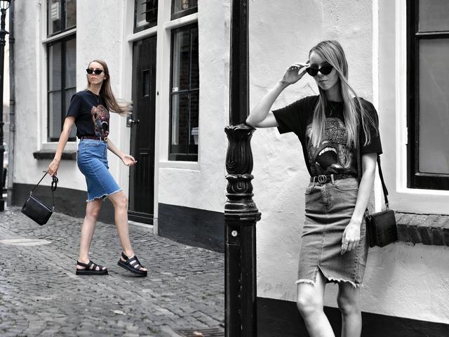 Outfit met strakke spijkerrok kokerrok Noisy May Sans Online chunky Dr. Martens Yelena sandalen Object tas crossbody bag zomer outfit blogger doesburg