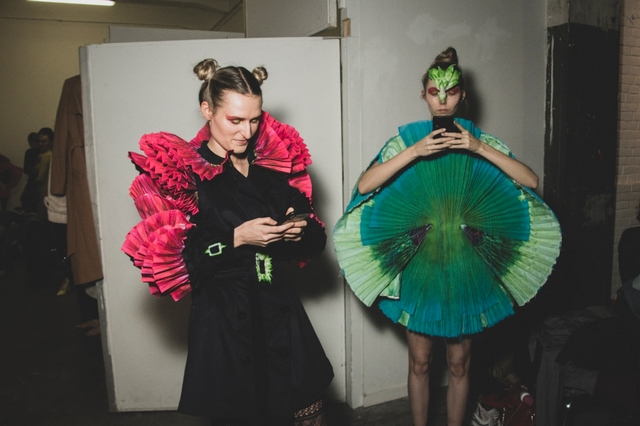 Backstage foto Chavez van den Born - AMFI Assemblage Collections show Iris Klaver