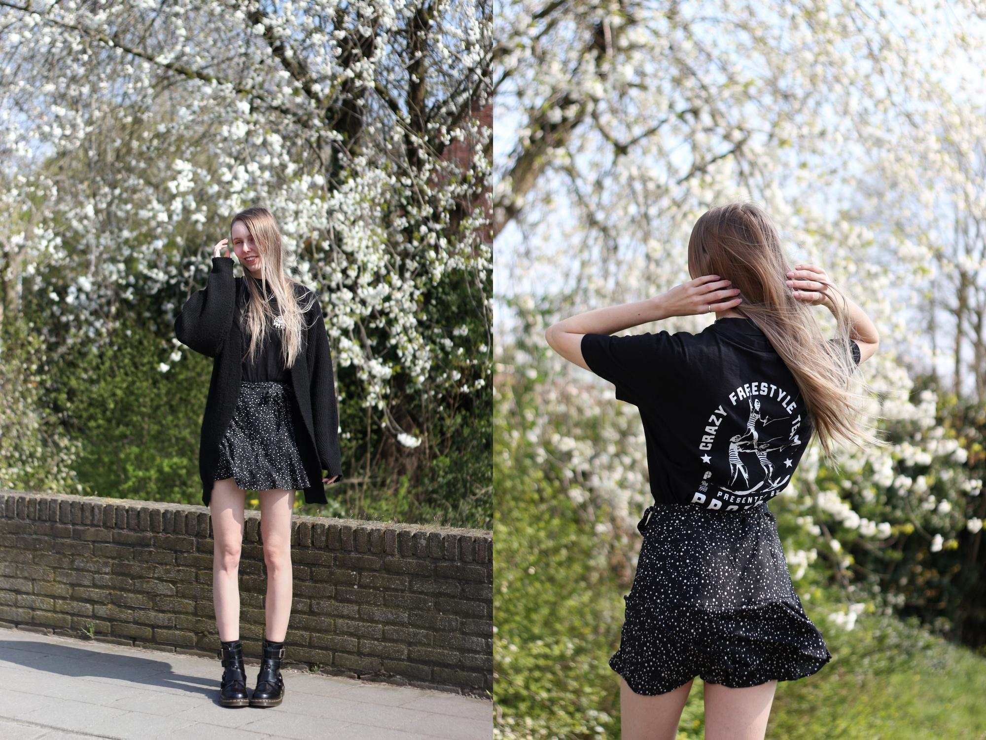 Nederlandse mode blogger zwarte outfit zomer Protest sportswear streetwear broekrokje skort shirt met print op rug Dr Martens Blake II bloesem fotoshoot